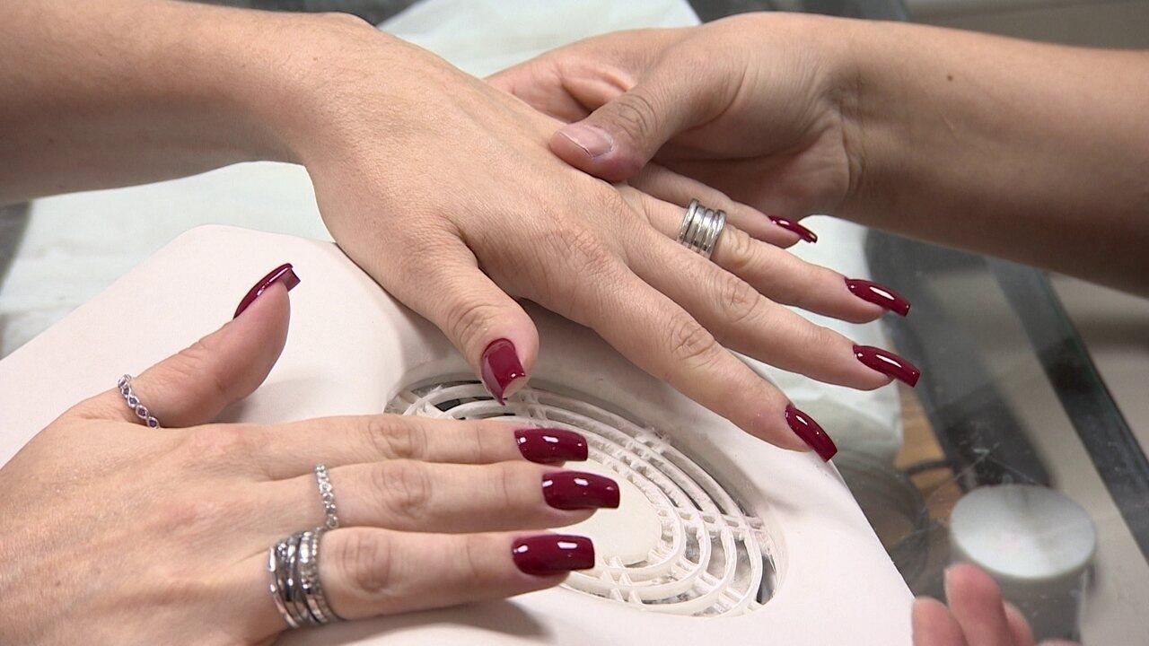 Alongamento de unhas vira moda e negócio rentável