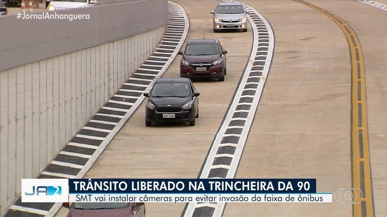 Trânsito na trincheira da Rua 90 é liberado em Goiânia