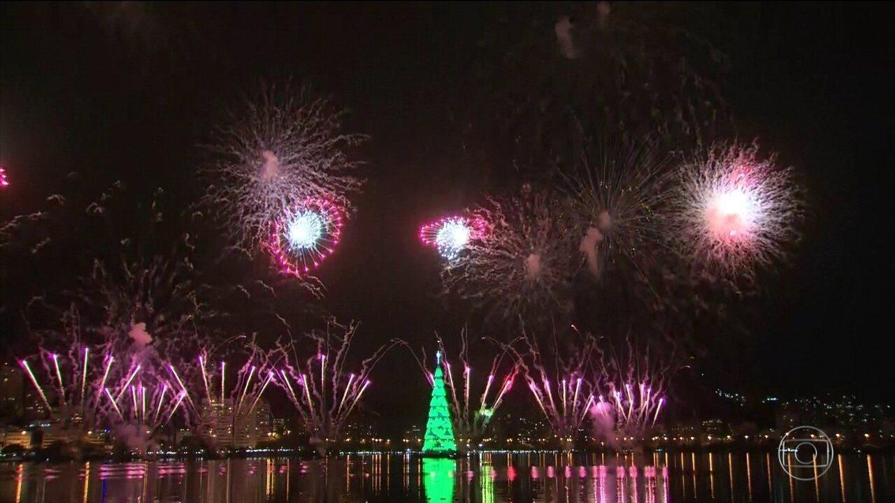 Árvore de Natal da Lagoa, no Rio de Janeiro, é acesa e atrai milhares de pessoas