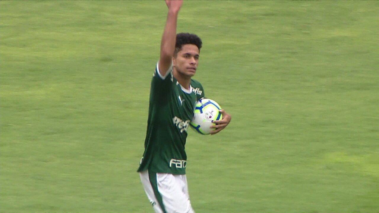 Gol do Palmeiras! Gabriel Silva recebe na área, gira e abre o placar aos 30' do 1º tempo
