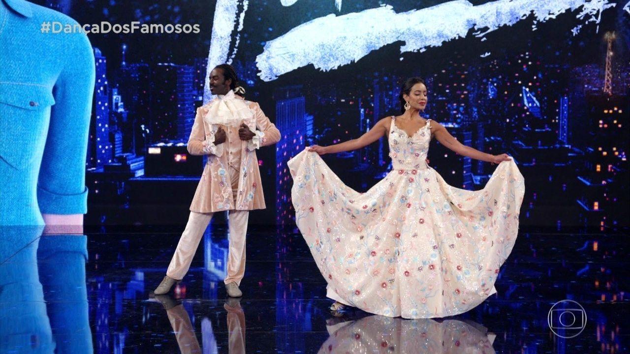 Jonathan Azevedo e Tati Scarlleti se apresentam em ritmo de valsa no 'Dança dos Famosos 2019'