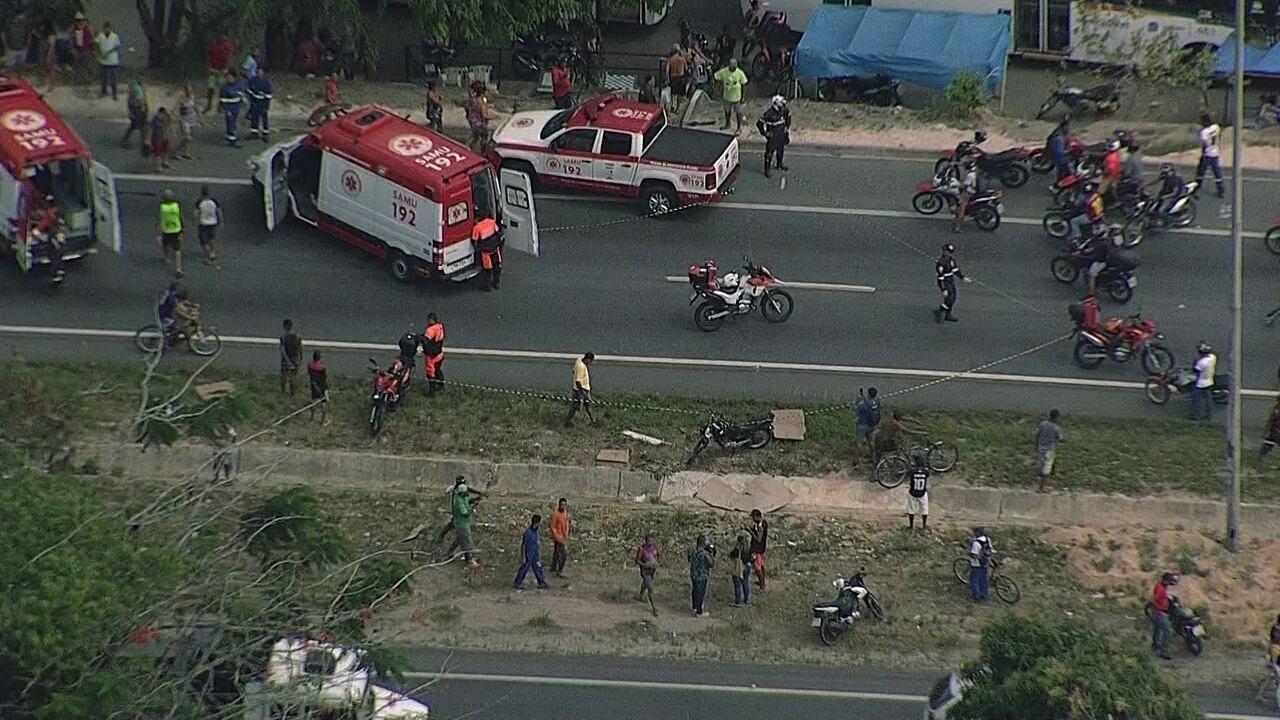 Acidente deixa três feridos na BR-101, no bairro da Guabiraba
