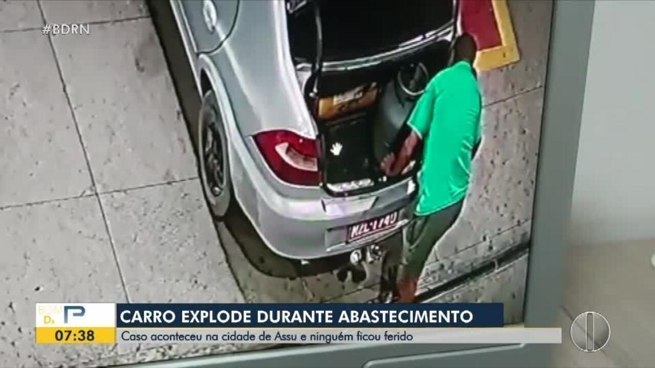 Vídeo mostra explosão de carro durante abastecimento em posto de combustíveis