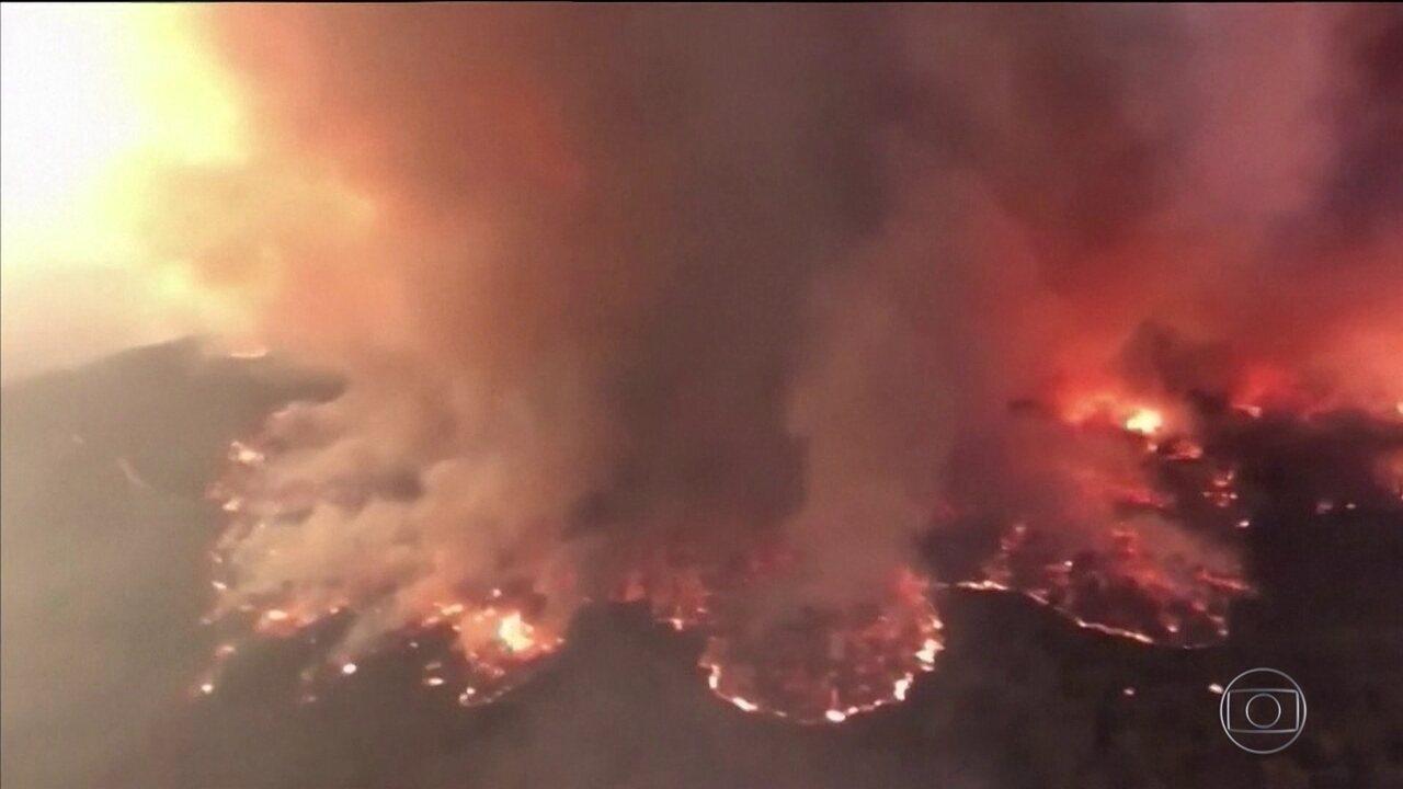 Condições climáticas agravam incêndios na Austrália