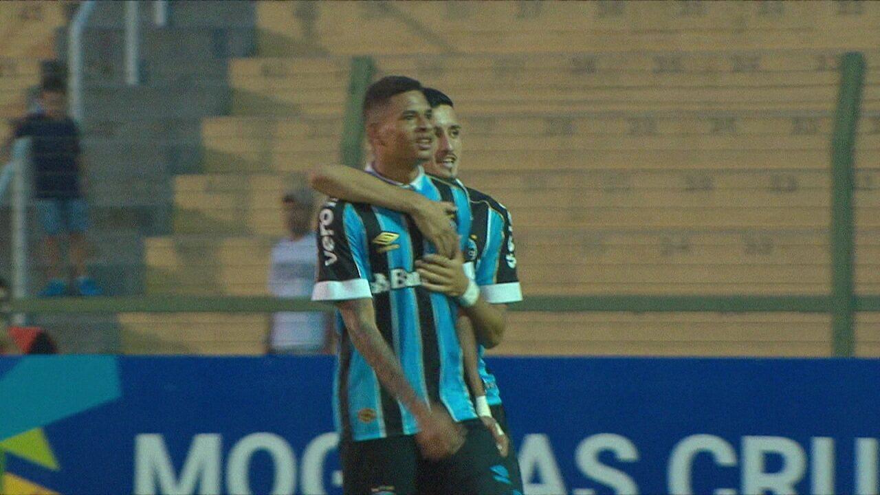 Diego Rosa rouba a bola e chuta de fora da área para marcar contra o Real-DF