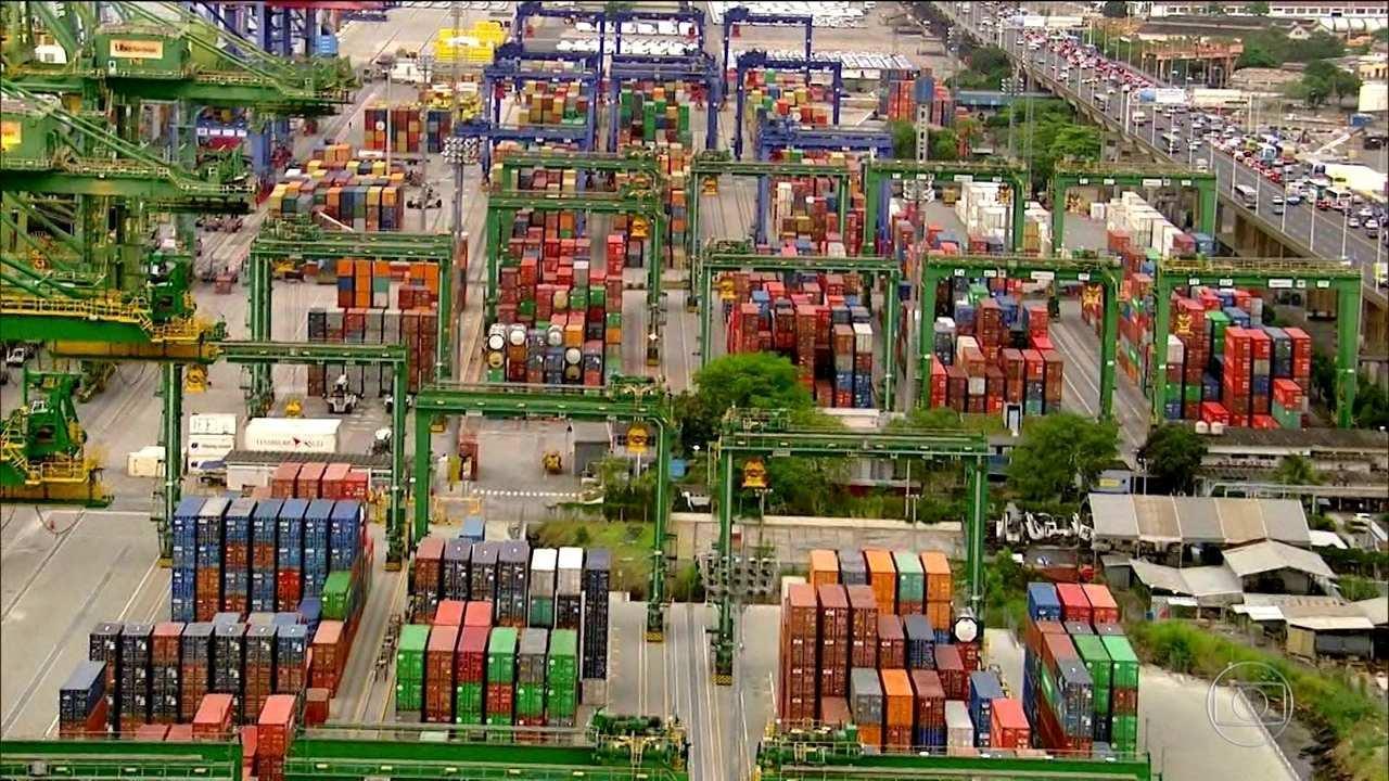 Balança comercial tem superávit de US$ 46 bilhões, o menor desde 2015