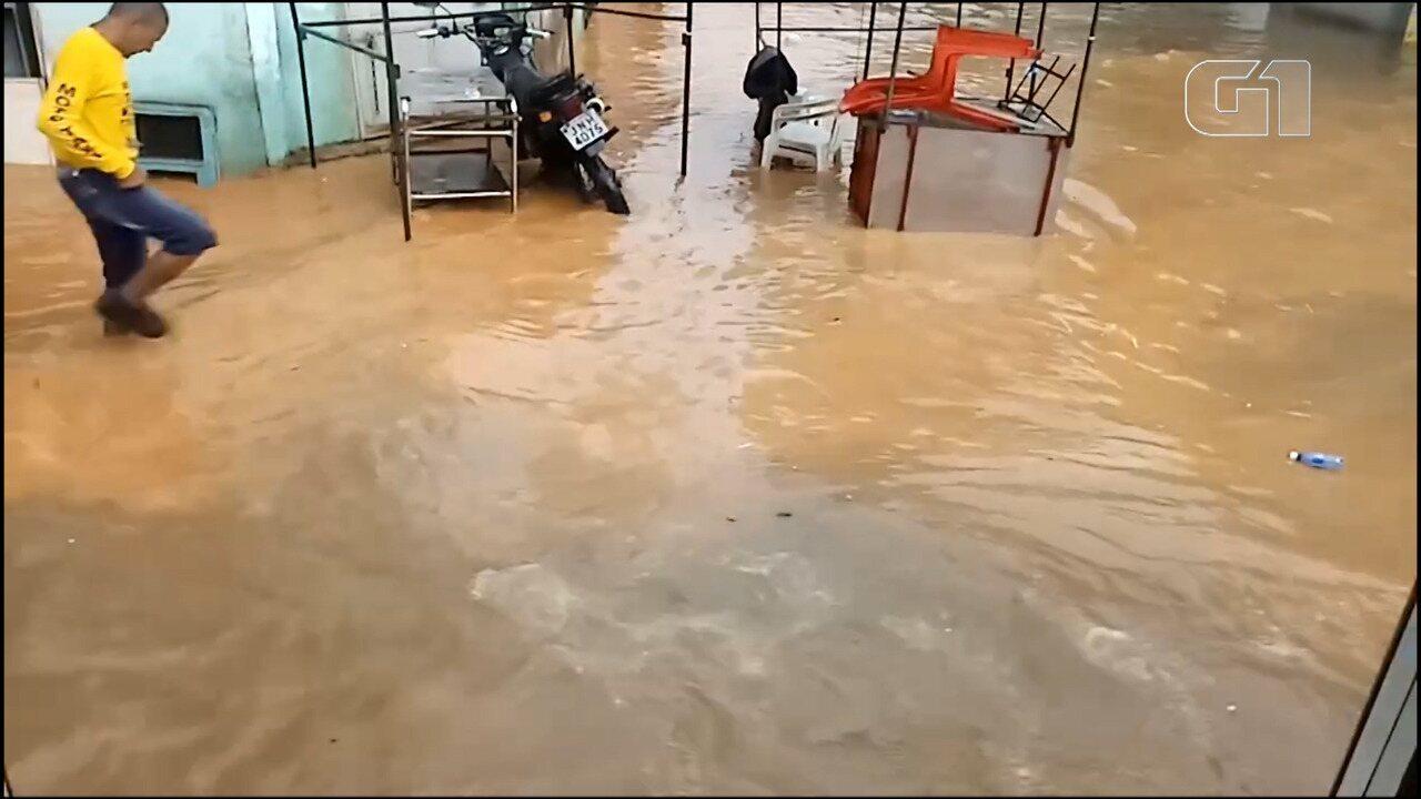 VÍDEO: Chuva provoca alagamento na Avenida Suburbana