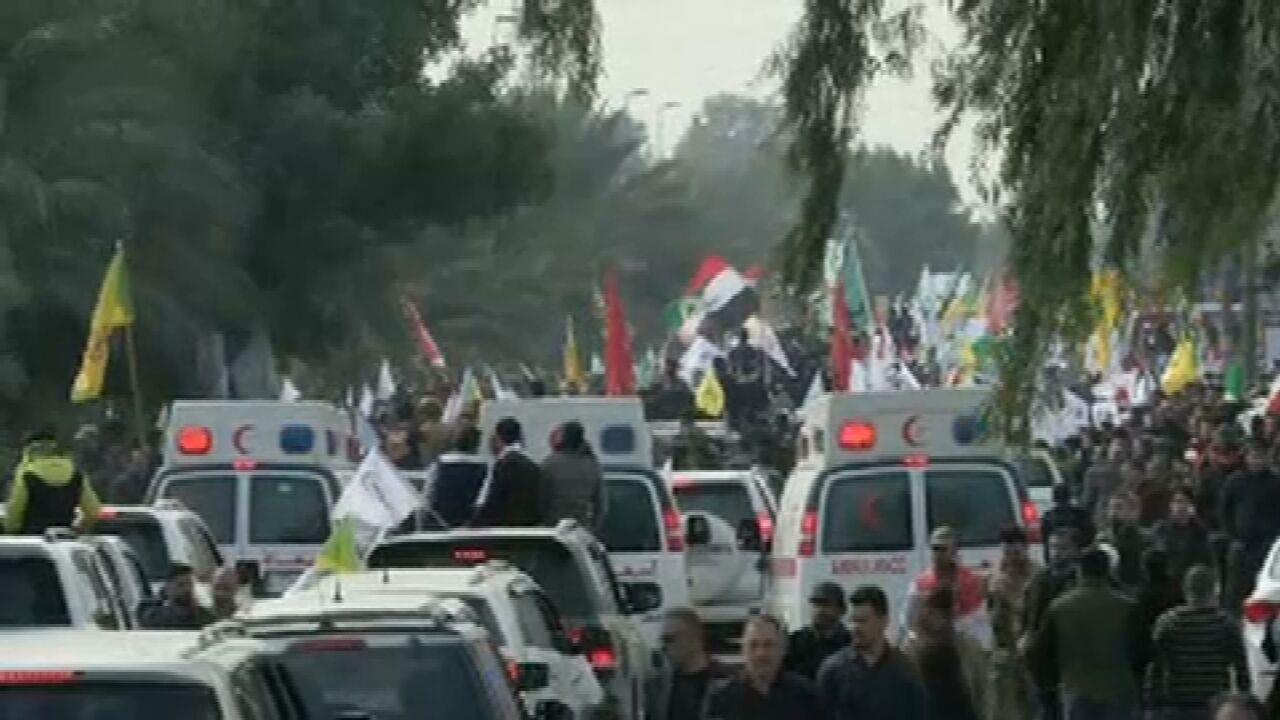 Multidão se reúne para funeral do general iraniano Soleimani em Bagdá