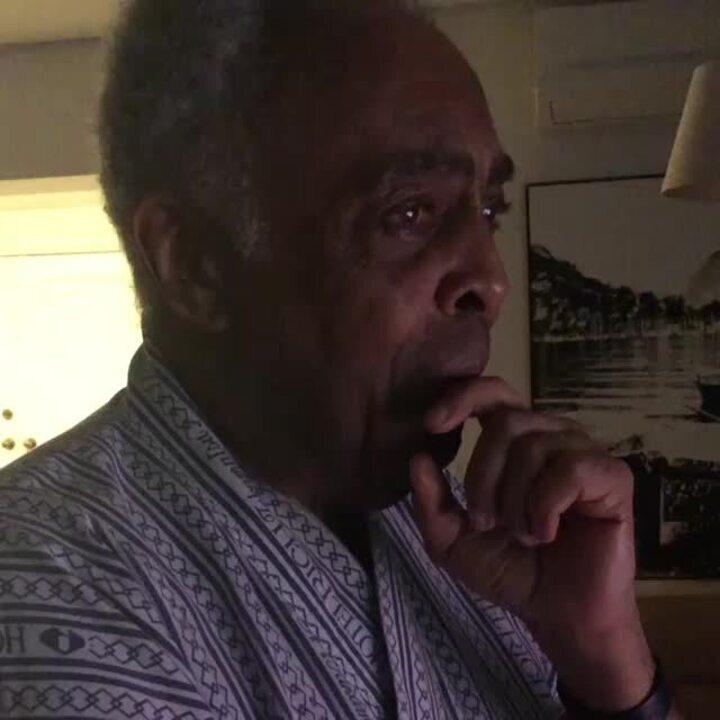 Gilberto Gil com lágrimas nos olhos ao ver Flor cantar no 'Altas Horas'