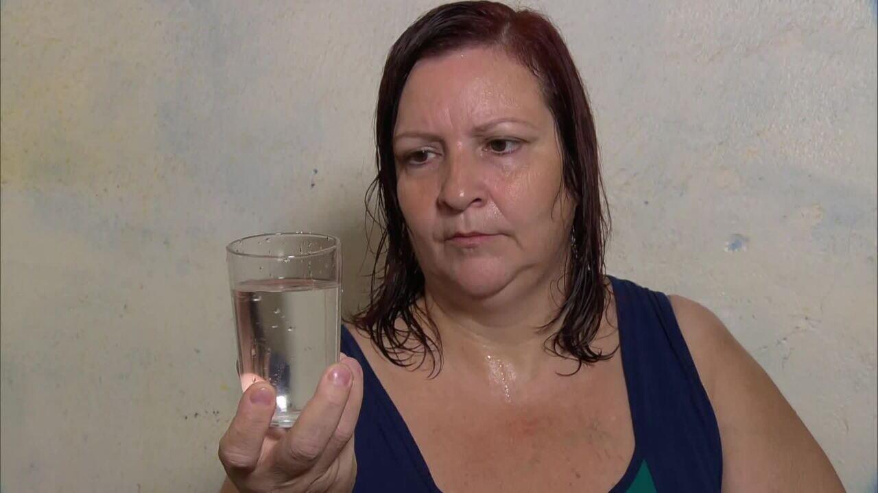 Vigilância Sanitária e Cedae dizem que água pode ser consumida