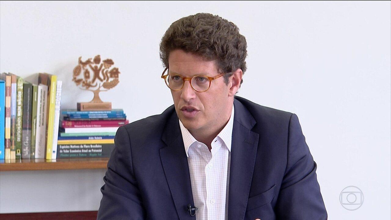Ricardo Salles reconhece que aumento das queimadas está ligado ao desmatamento
