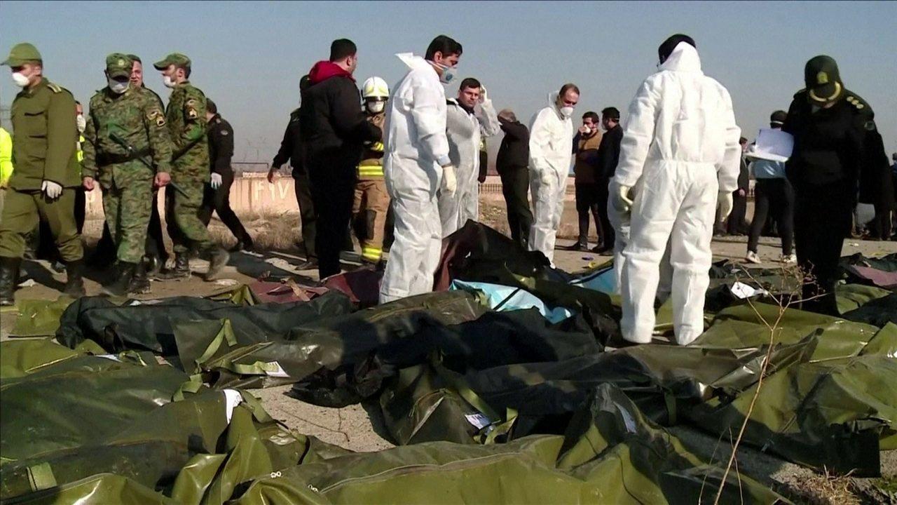 Avião que caiu no Irã foi derrubado por sistema antimísseis, diz imprensa