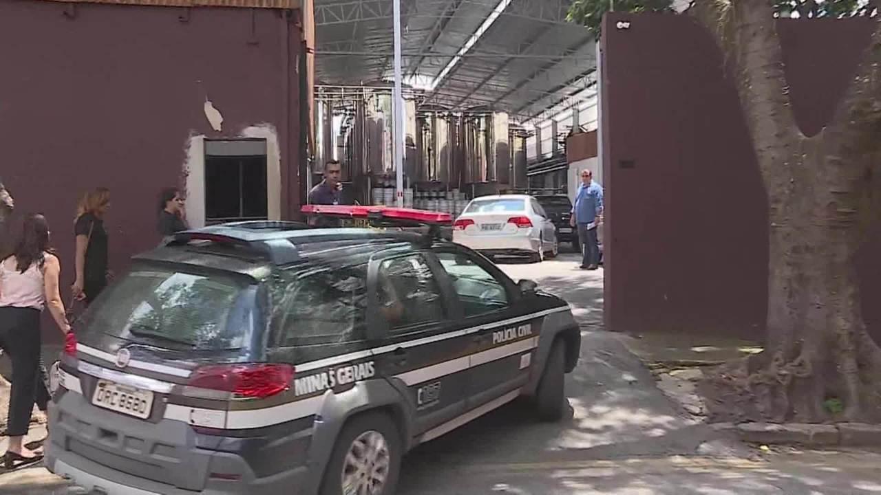 Polícia Civil chega a fábrica da cerveja Backer em BH para recolher amostras