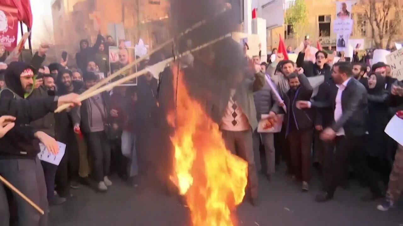 Manifestantes voltam às ruas contra o regime do Irã