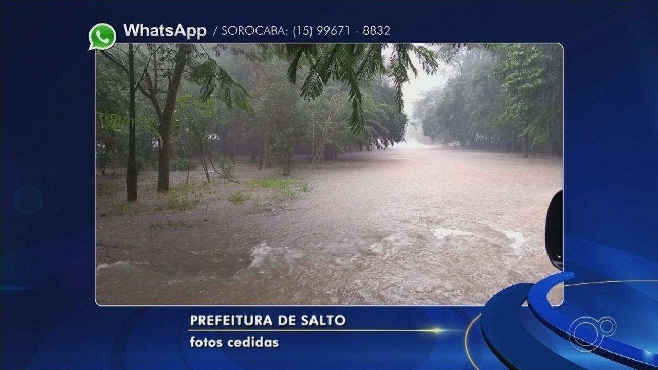 Chuva forte causa alagamentos em Salto