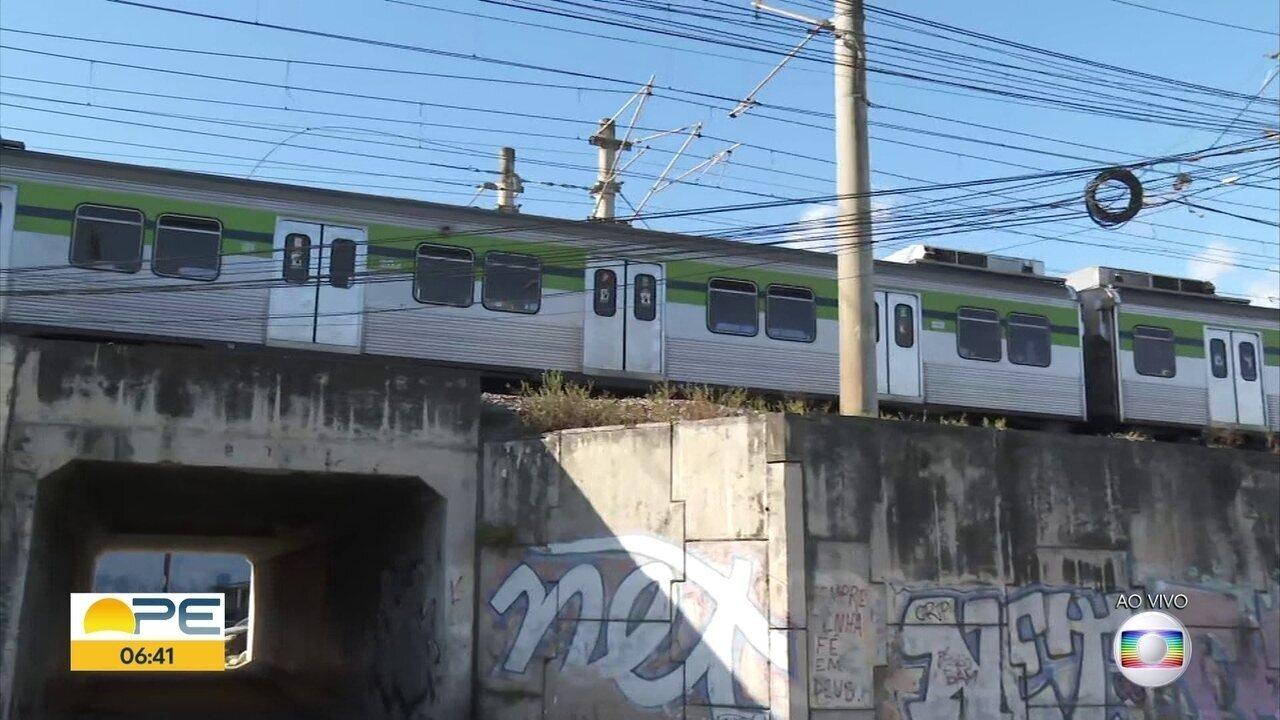 Trens parados do metrô complicam rotina de passageiros da Linha Centro