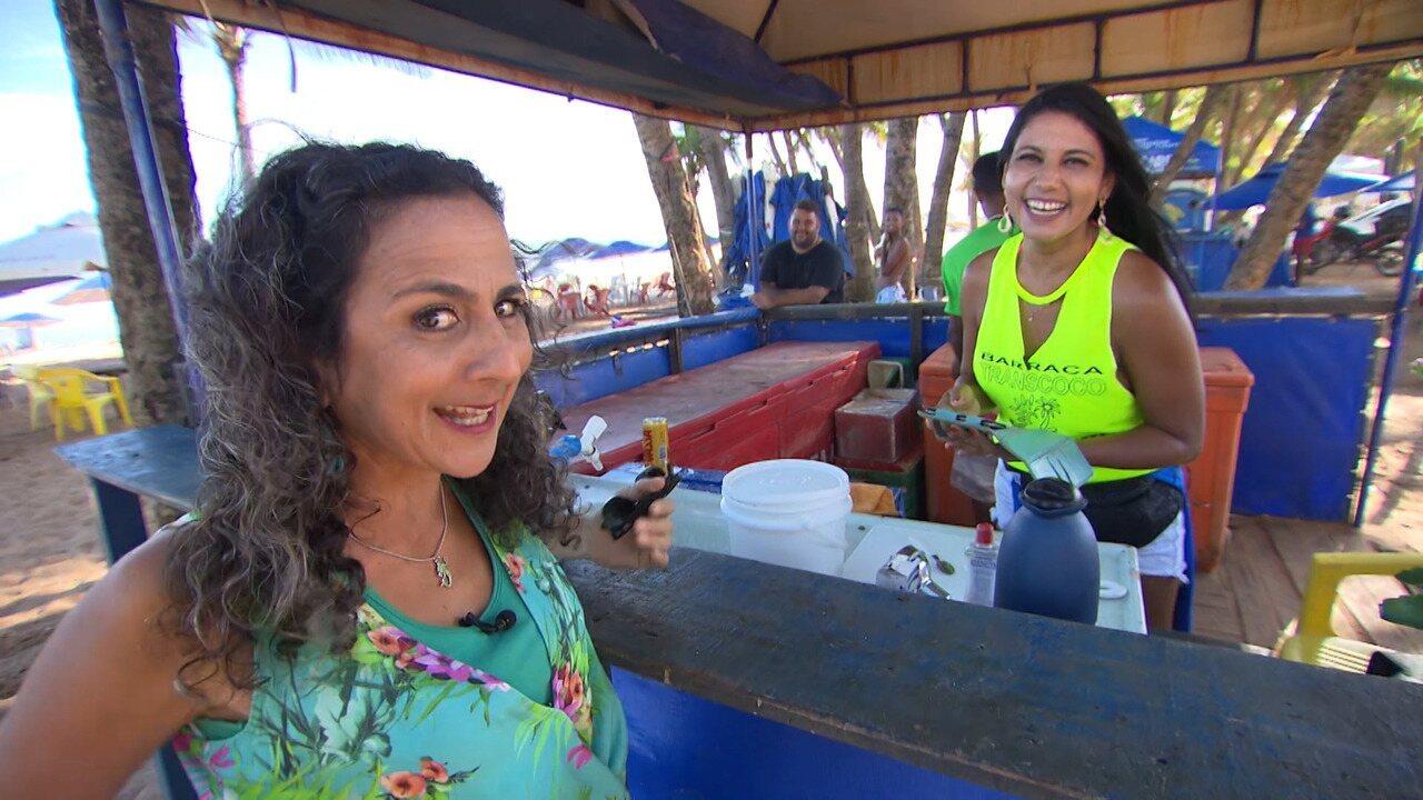 Maria Menezes mapeia a praia de Stella Maris