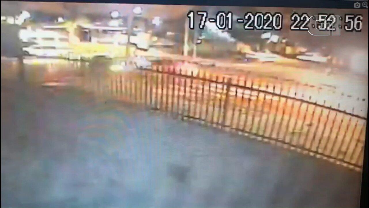 Vídeo mostra acidente que deixou três feridos em Curitiba