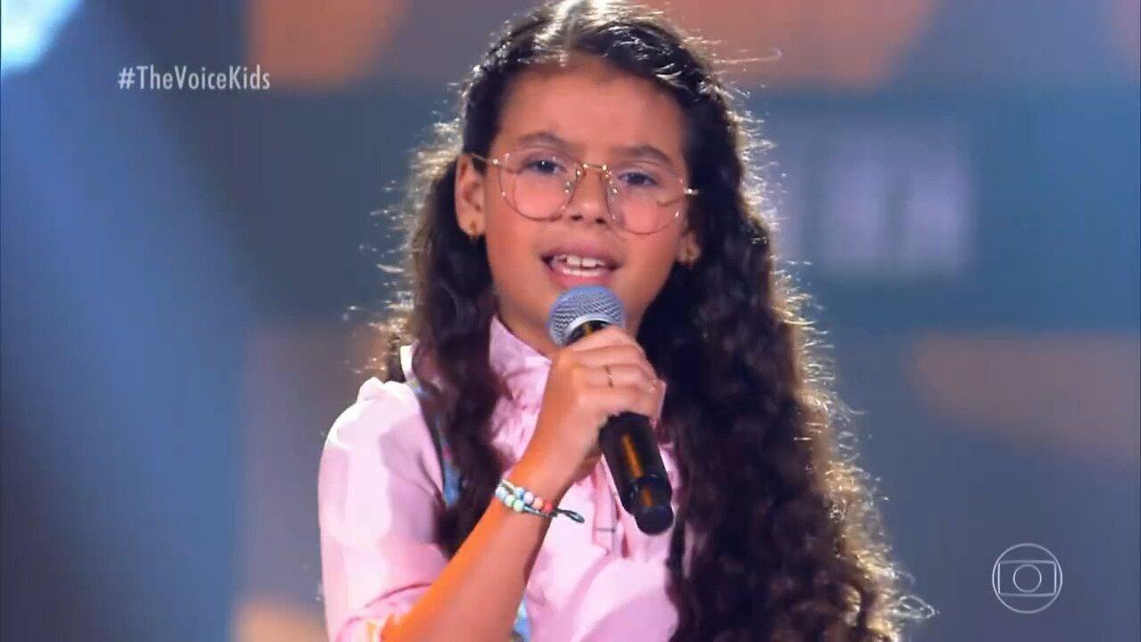 Conheça Júlia Lima e veja apresentação no 'The Voice Kids'