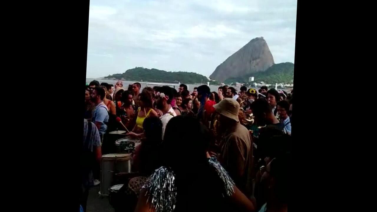 Orquestra Voadora e Canários do Reino fazem carnaval no Aterro do Flamengo