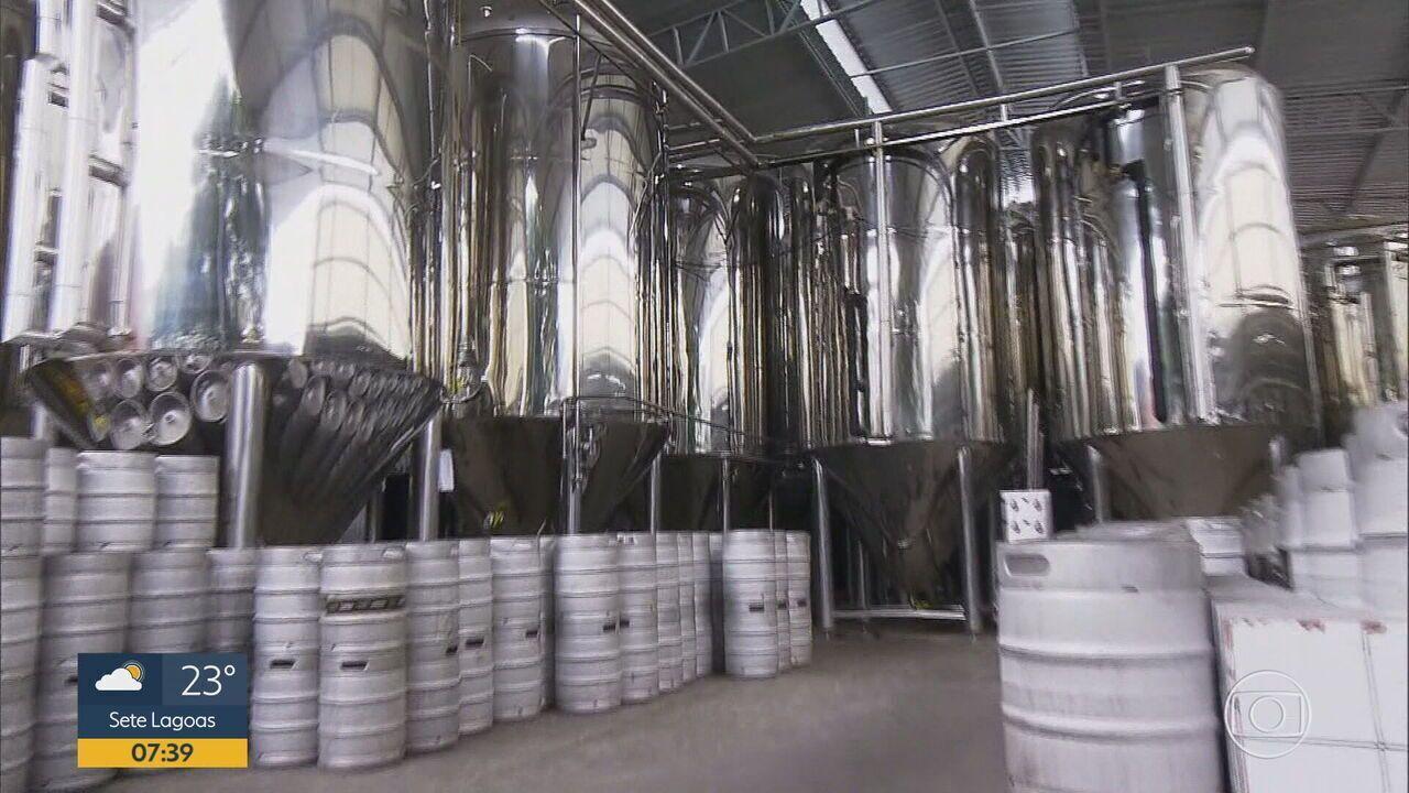 Equipe entra na cervejaria Backer, investigada por intoxicação de consumidores