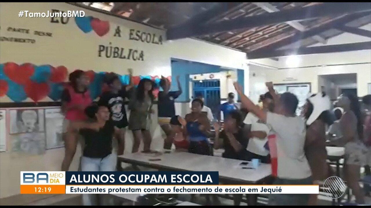 Estudantes protestam e ocupam escola em Jequié, na região sudoeste