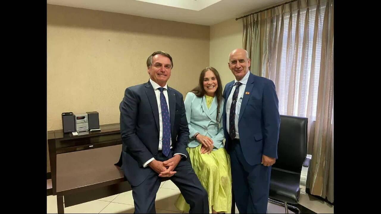 'Estamos noivando', diz Regina Duarte após encontro com o presidente para cargo na Cultura
