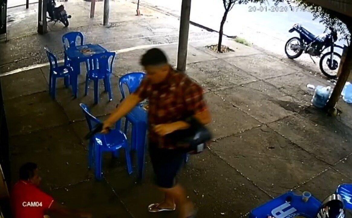 Policial tem é assaltado e tem arma roubada em bar