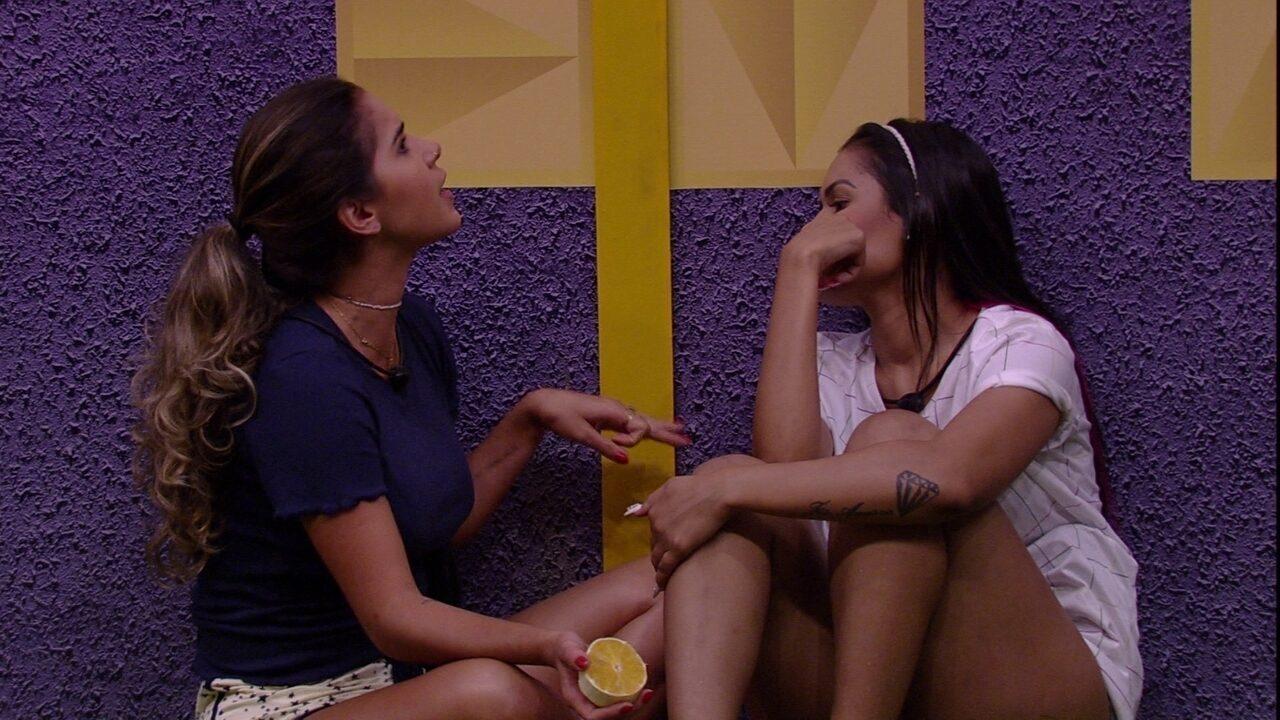 Flayslane e Gizelly conversam com Babu sobre integrantes do camarote
