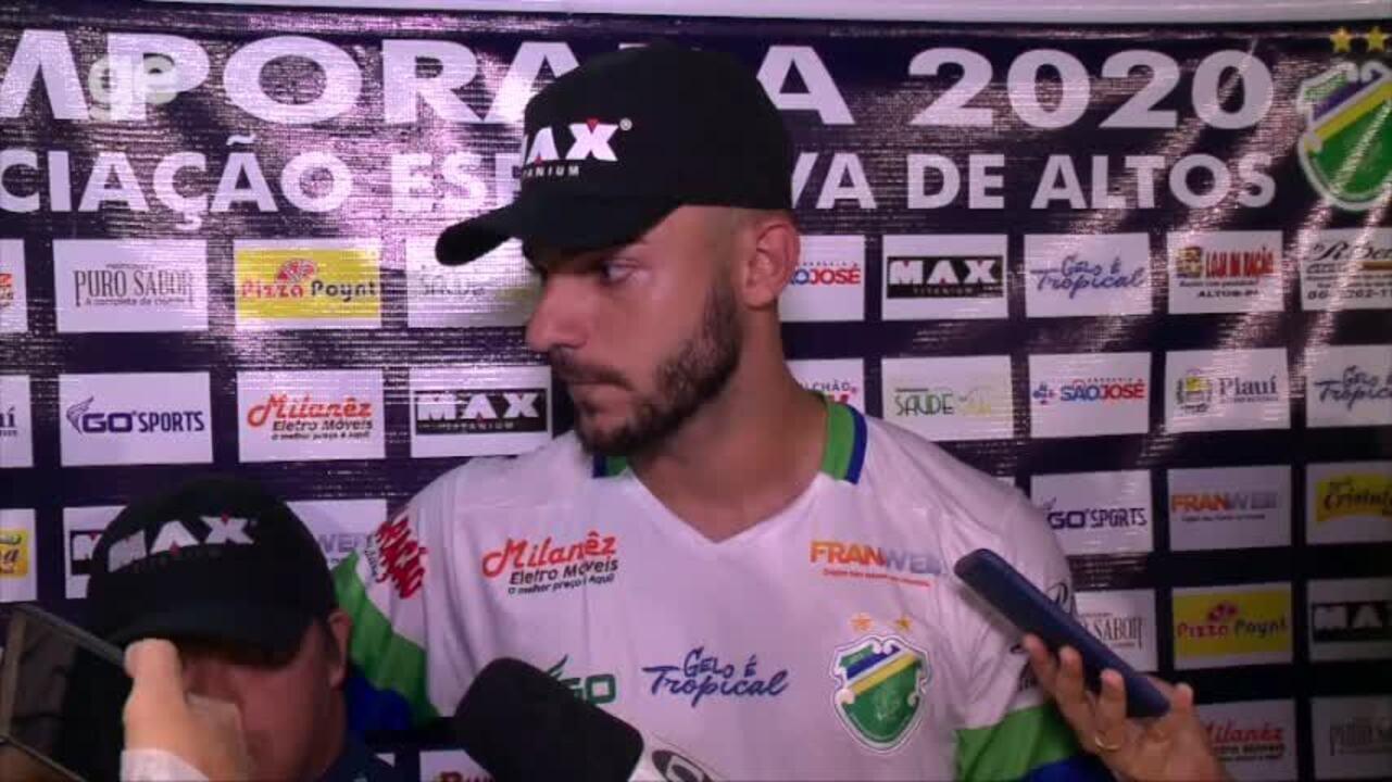 Alex Mineiro, autor de um dos gols do Altos, celebra vitória em cima do Flamengo-PI