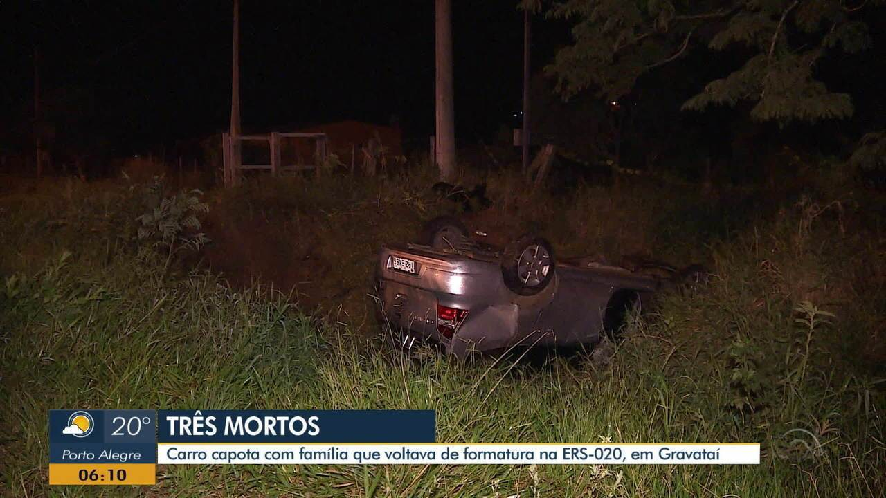 Carro com família capota na ERS-020 e deixa três pessoas mortas, em Gravataí