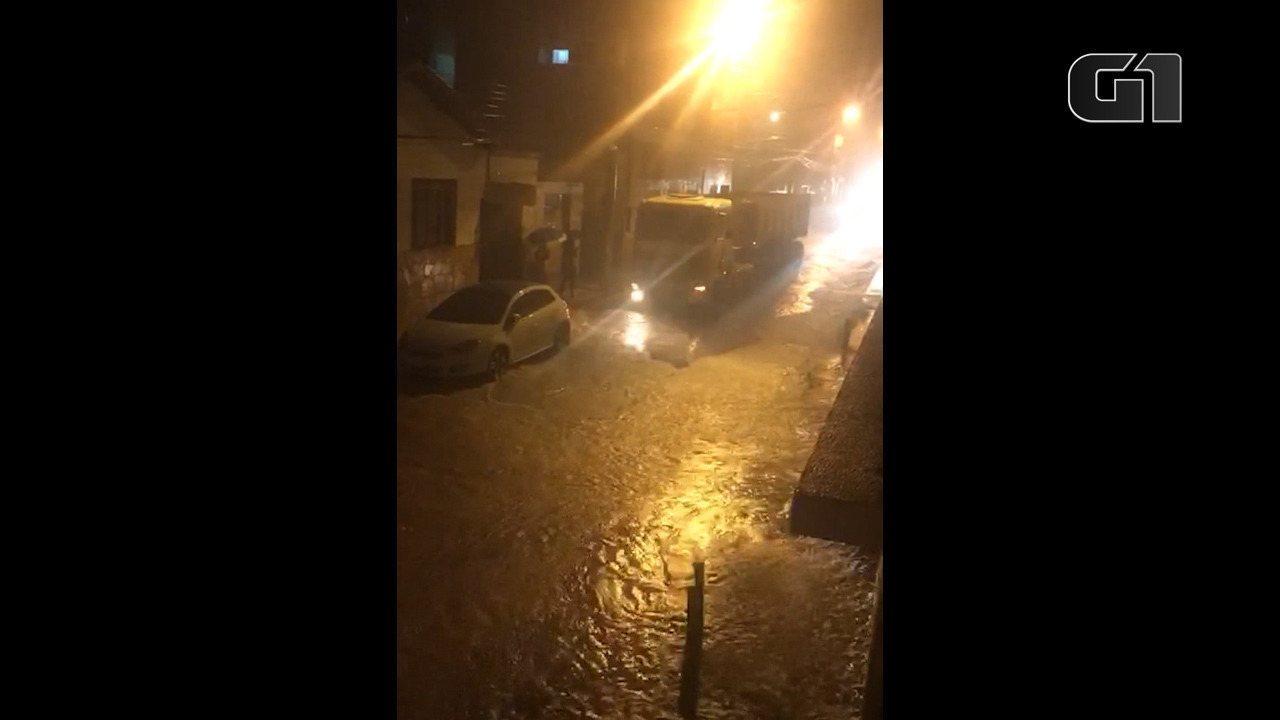 Na cidade de Conselheiro Lafaiete, a enxurrada assustou os moradores