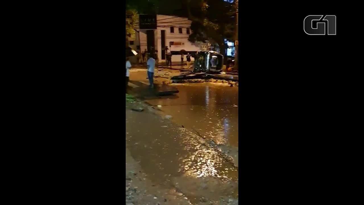 Rua fica destruída após chuva em Belo Horizonte na noite desta terça-feira (28)