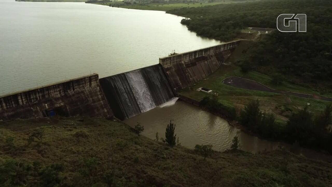 Reservatório do Descoberto, no DF, chega a 100% da capacidade e transborda