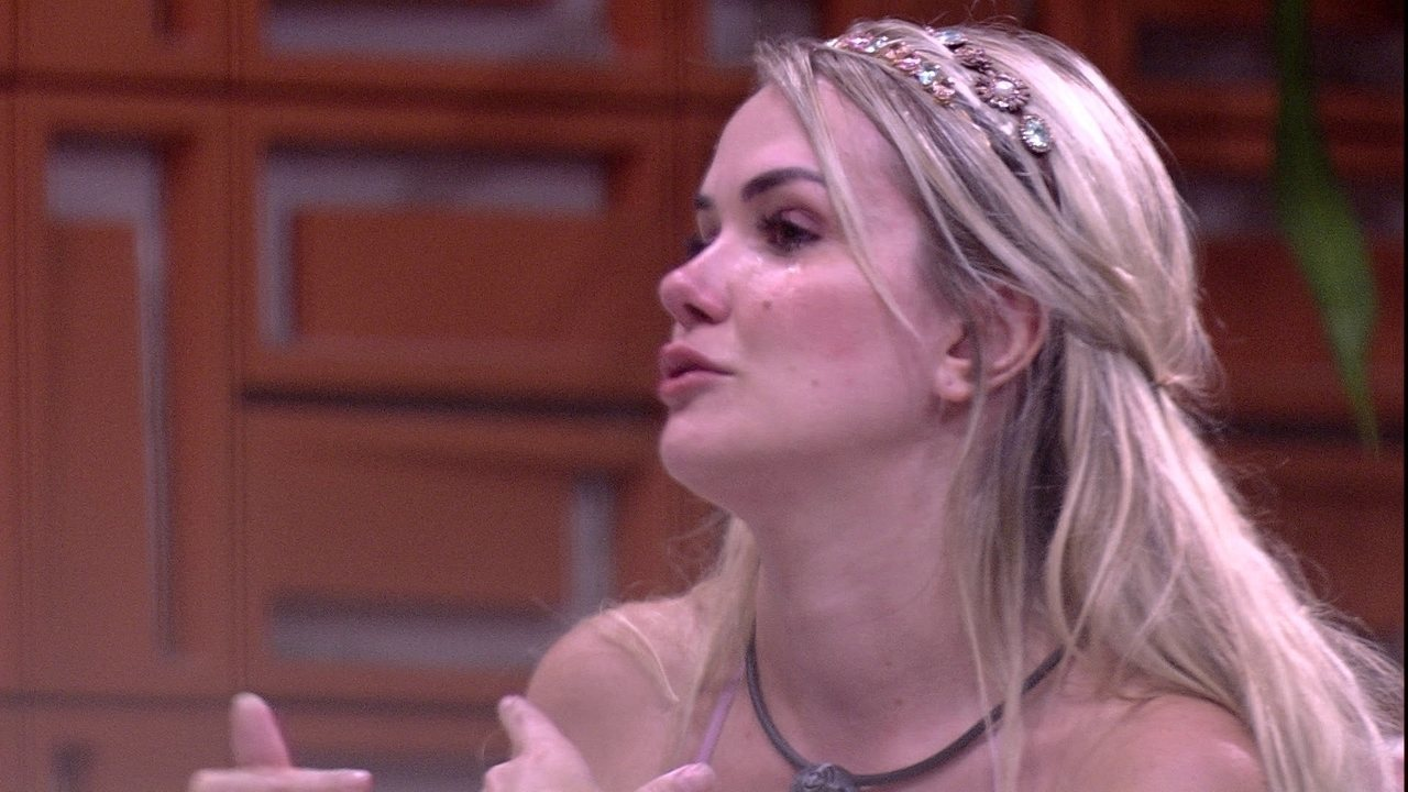 Marcela chora em conversa com Hadson: 'Eu não acho que você é uma pessoa má'