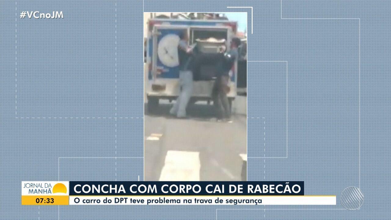 Compartimento que carrega corpos do DPT cai do veículo em Salvador