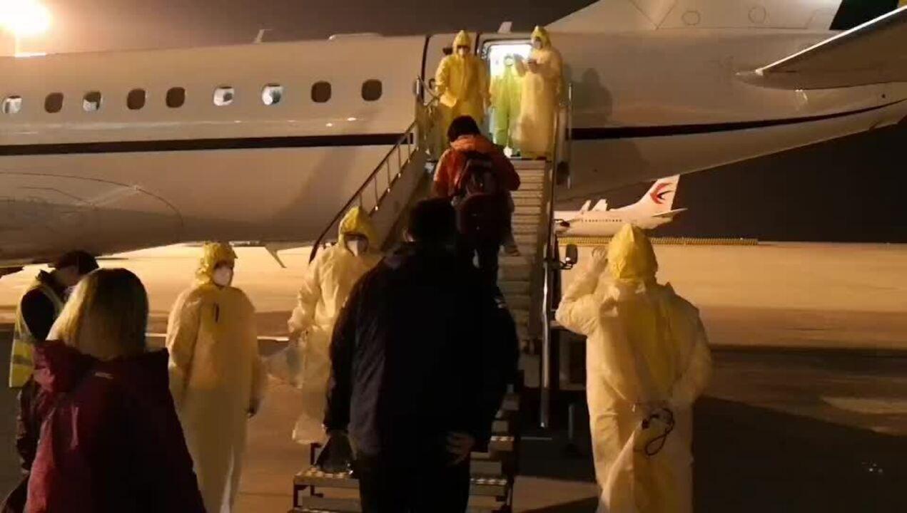Brasileiros embarcam em Wuhan, na China, epicentro do coronavírus