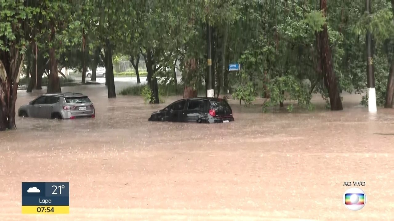 Secretário municipal de Subprefeituras de SP diz que o volume de chuva não era previsível
