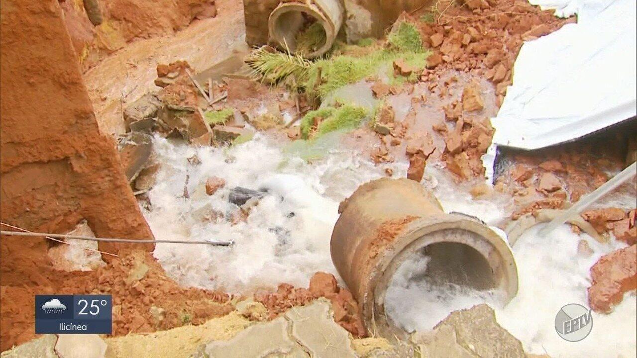 Tubulações são danificadas pelas chuvas em Fama, MG