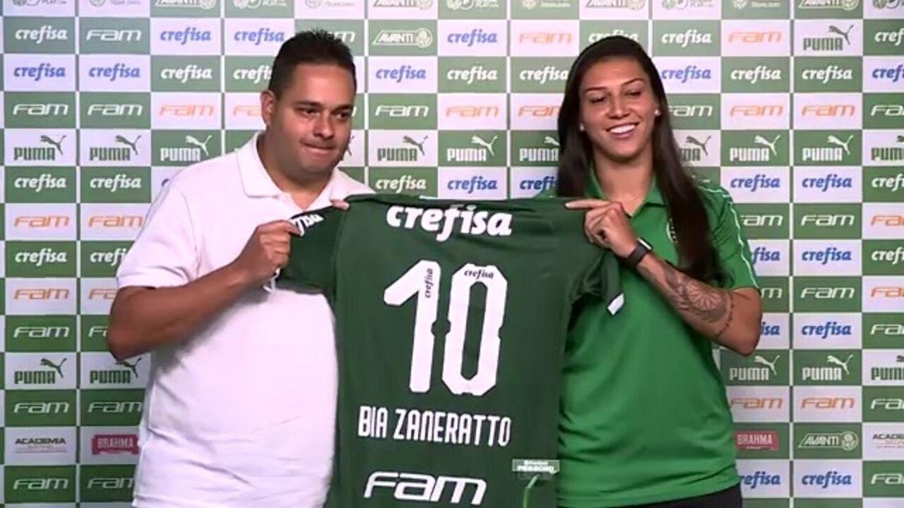 Bia Zaneratto recebe a camisa 10 e é apresentada no Palmeiras