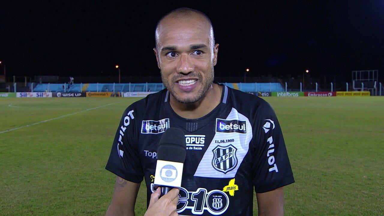 """Autor do gol da classificação da Ponte Preta, Roger pede que time amadureça: """"Precisa achar o equilíbrio"""""""