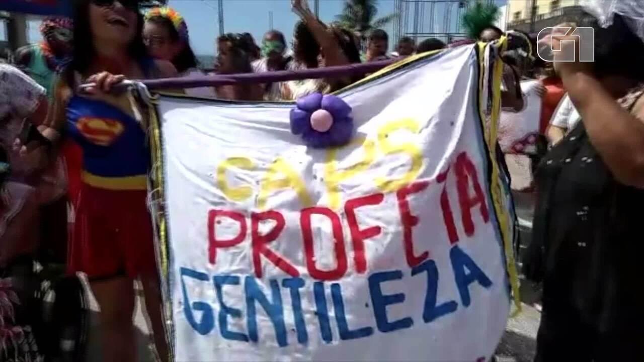 """Bloco """"Livre, leve, loucos..."""" percorre ruas de Iguaba Grande com enredo sobre inclusão"""