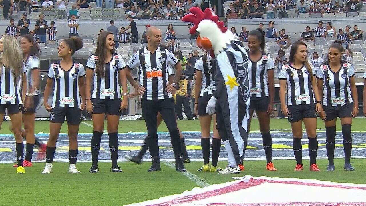 ''Galo Doido'', mascote do Atlético-MG, é tema de debate após ato polêmico com zagueira