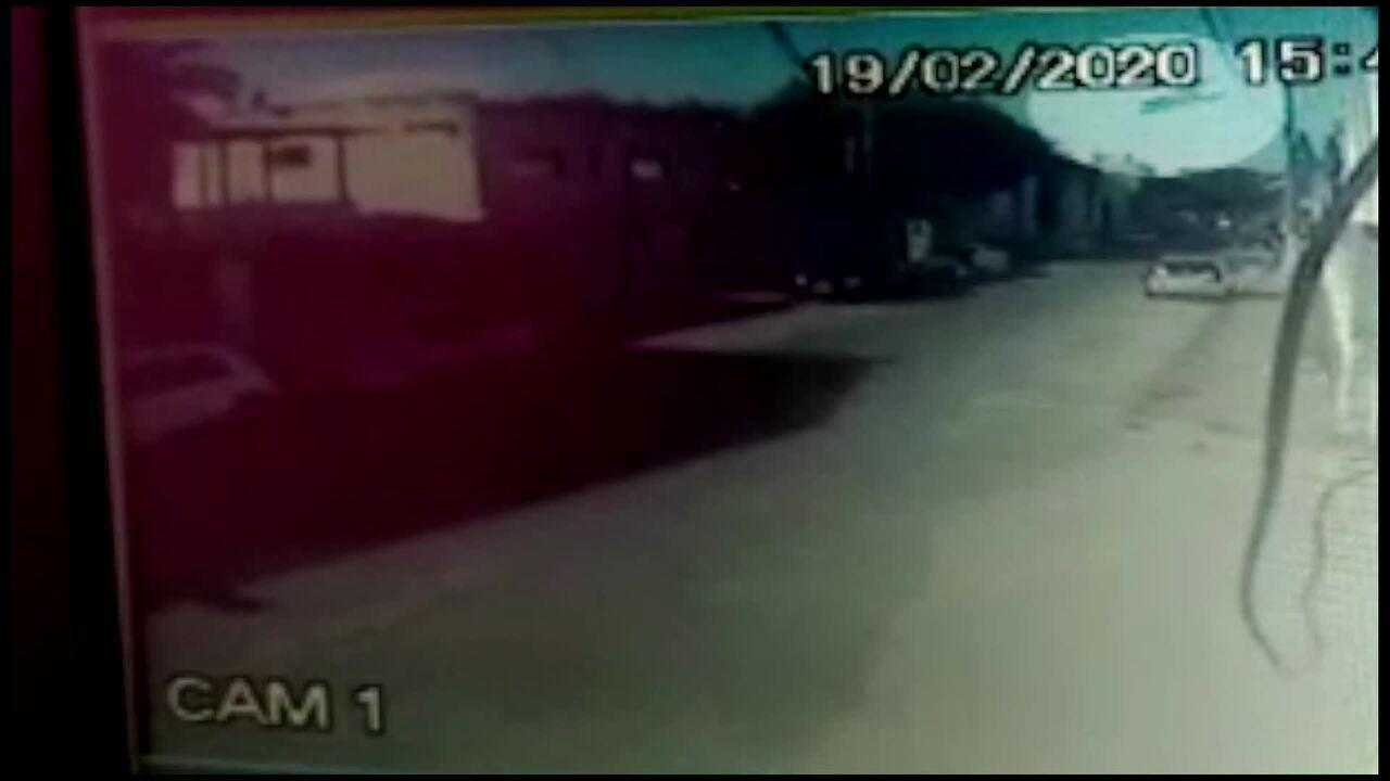 Momento em que avião caiu em Guarapari, ES