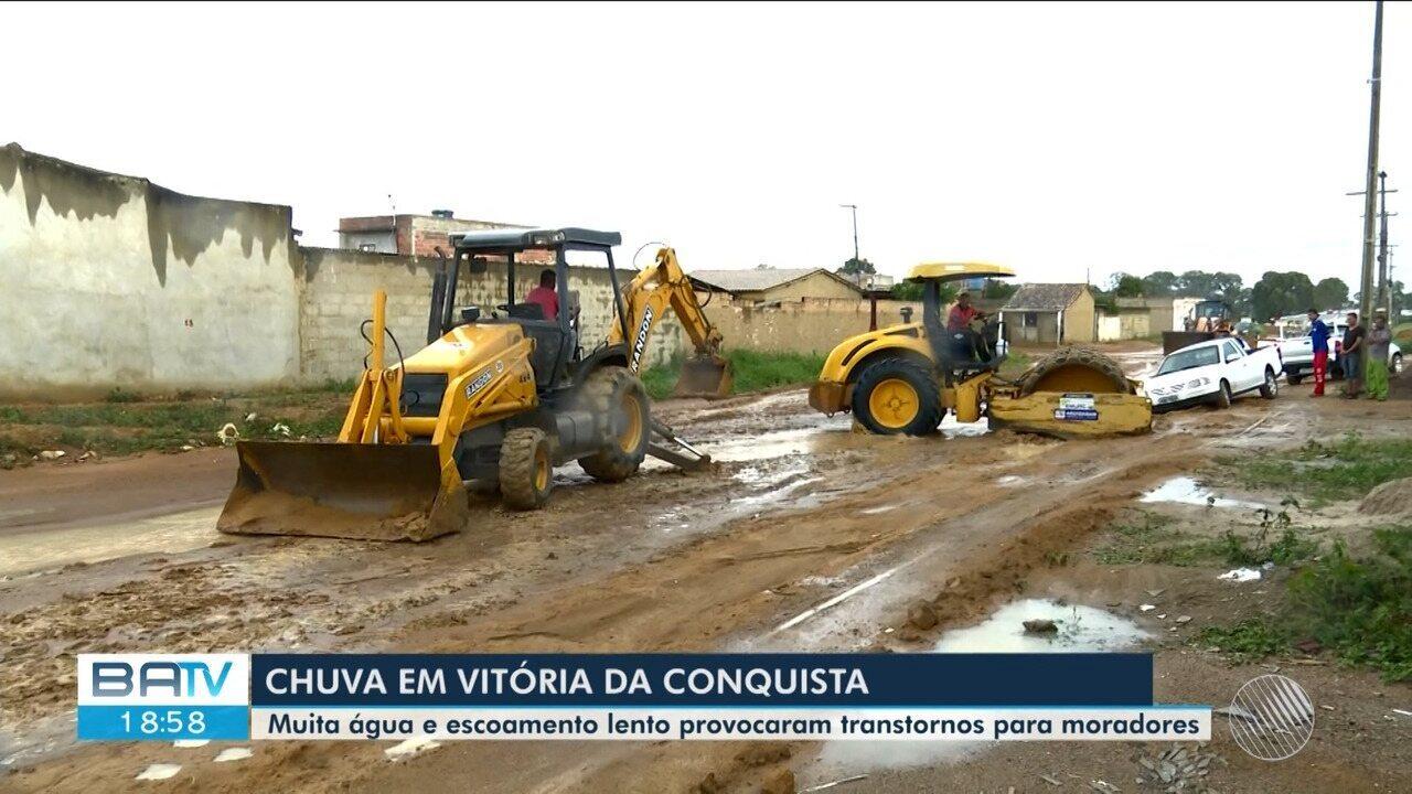 Chuva forte gera estragos e transtornos em Vitória da Conquista nesta quarta-feira