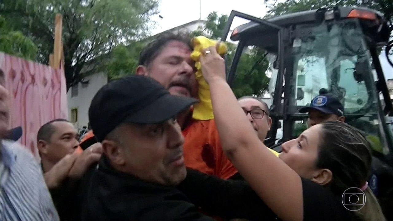 Cid Gomes é baleado ao tentar furar bloqueio feito por PMs