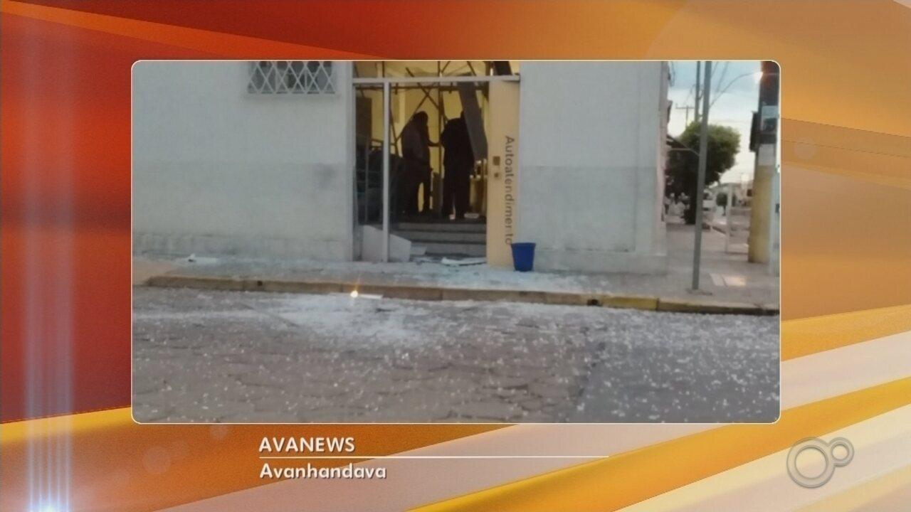 Criminosos armados explodem com dinamites agência bancária em Avanhandava