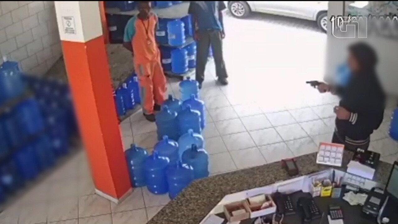 Criminosos assaltam distribuidora de água e gás em Cruzeiro