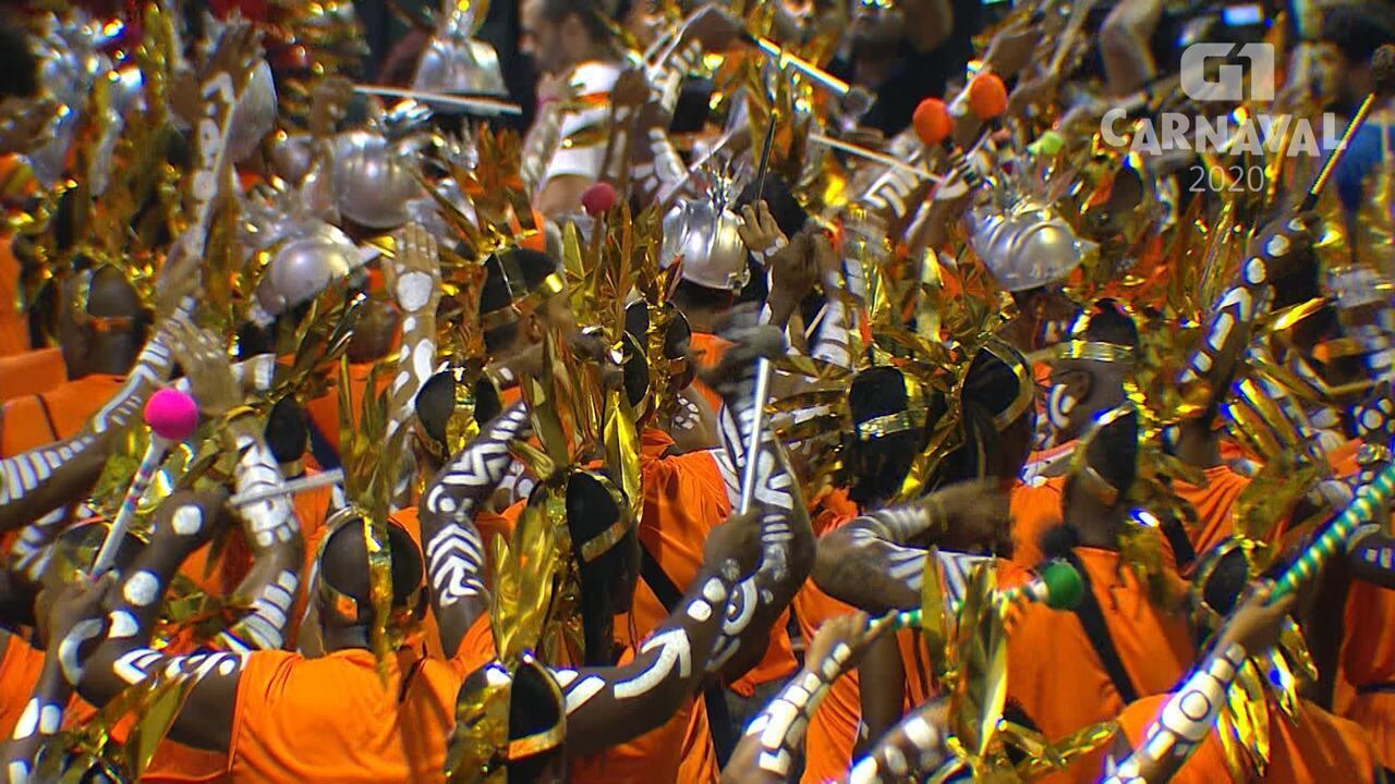 Veja o brilho dos percussionistas de Carlinhos Brown no Carnaval de Salvador