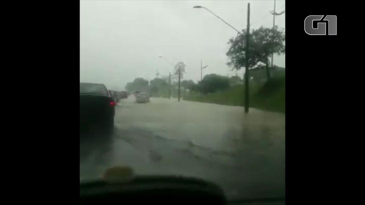 Chuva causa alagamentos em São José dos Campos